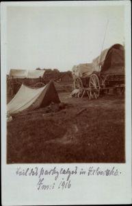 Foto Ak Jałówka Polen, Teil des Parkplatzes, Planwagen der deutschen Armee, Zelt, Juni 1916