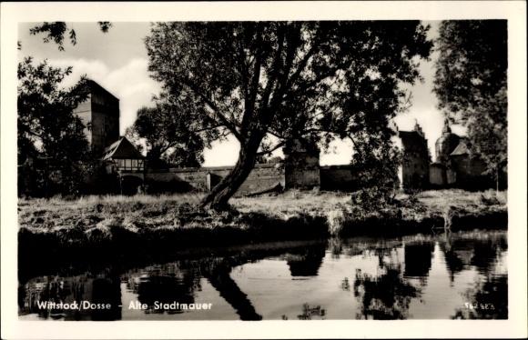 Ak Wittstock Dosse in der Ostprignitz, Teichpartie und alte Stadtmauer