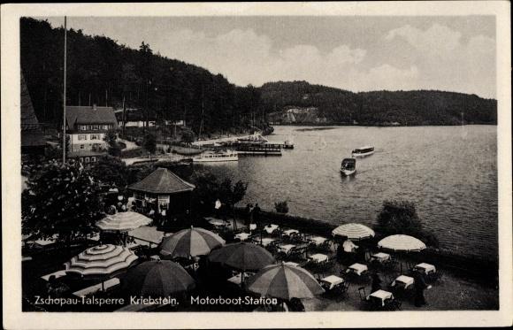 Ak Kriebstein Mittelsachsen, Zschopau Talsperre, Motorboot Station, Anlegestelle, See, Häuser