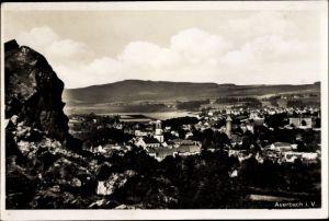 Ak Auerbach im Vogtland Sachsen, Panorama vom Ort, St. Laurentiuskirche, Felsen, Hügelkette
