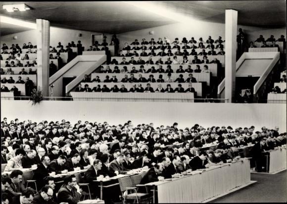Ak VII. Parteitag der SED 1967, Saalansicht, Parteimitglieder