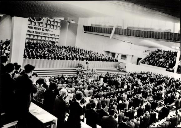 Ak VII. Parteitag der SED 1967, Alles für die DDR, unser sozialistisches Vaterland, Saalansicht