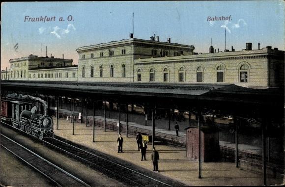 Ak Frankfurt an der Oder, Bahnhof, Gleisansicht, Lokomotive