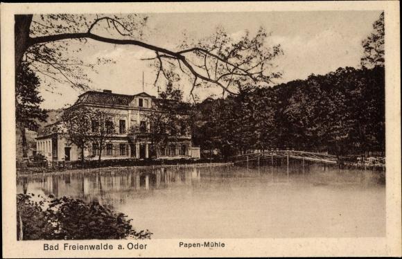 Ak Bad Freienwalde an der Oder, Pappenmühle, Teichpartie, Außenansicht