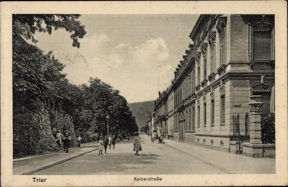 Ak Trier in Rheinland Pfalz, Kaiserstraße, Häuserfassaden, Passanten