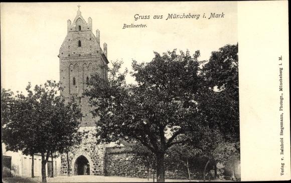 Ak Müncheberg Märkisch Oderland, Berliner Tor, Straßenansicht 0