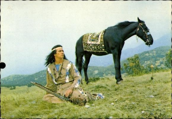 Ak Schauspieler Pierre Brice, Winnetou, Der Schatz im Silbersee, Indianer