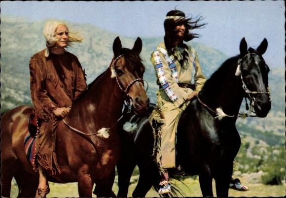 Ak Schauspieler Pierre Brice, Winnetou I. Teil, Indianer, Pferde, Filmszene
