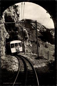 Ak Bergfahrt zum Wendelstein, Zahnradbahn fährt durch den Tunnel