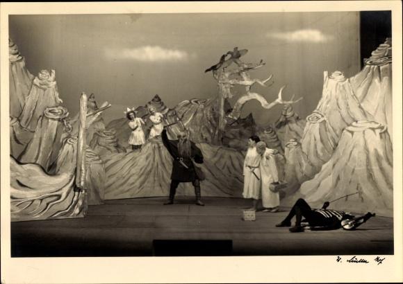 Foto Ak Theaterszene Peterchens Mondfahrt, 6. Bild, Beim Mann im Mond, C. Jahn-Sanders