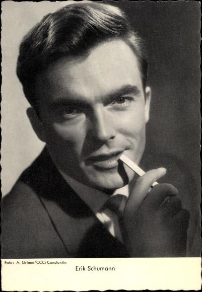 Ak Schauspieler Erik Schumann, Portrait, Zigarette