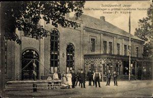 Ak Jever in Friesland, Schützenhof, Inh. Fr. Küpker, Außenansicht, Gruppenbild