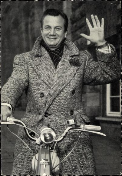 Ak Schauspieler Rudolf Schock, Portrait, Mantel, Mofa