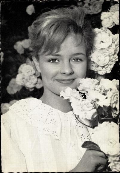 Ak Schauspielerin Sabine Sinjen, Portrait