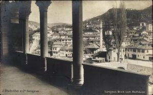Ak Sarajevo Bosnien Herzegowina, Blick vom Rathaus über die Dächer der Stadt, Minarett