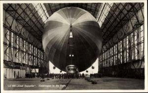 Ak Luftschiff LZ 127 Graf Zeppelin, Einbringen in die Halle, Luftschiffwerft Friedrichshafen