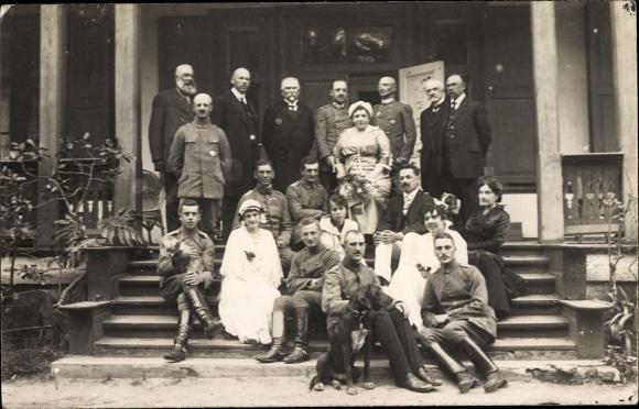 Foto Ak Deutsche Soldaten in Uniformen, I. WK, Fürstin, Gruppenfoto