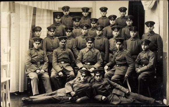 Foto Ak Gruppenfoto deutscher Soldaten in Uniformen, I. WK