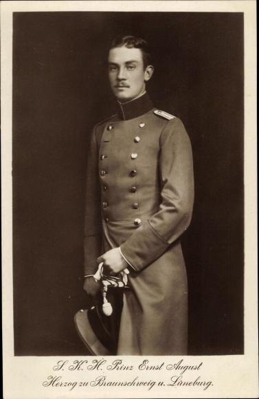 Ak Herzog Ernst August von Braunschweig, Standportrait in Uniform