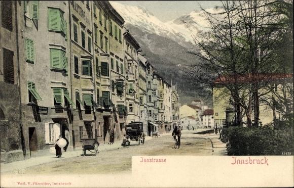 Ak Innsbruck in Tirol, Innstraße, Straßenpartie, Häuserfassaden, Alpen