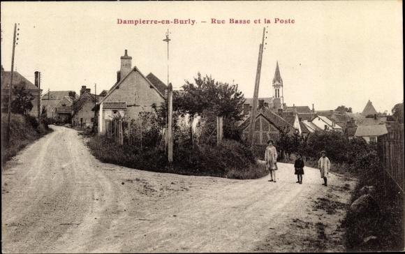 Ak Dampierre en Burly Loiret, Rue Basse et la Poste, Postamt, Kirche, Kinder
