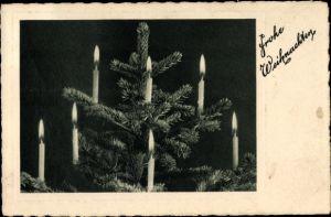 Ak Glückwunsch Weihnachten, Brennende Kerzen am Weihnachtsbaum