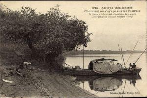 Ak Afrique Occidentale, Comment on voyage sur les Fleuves, Afrikaner in einem Boot