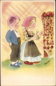 Künstler Ak Frau mit Schürze und Schere in der Hand will Rosen beschneiden