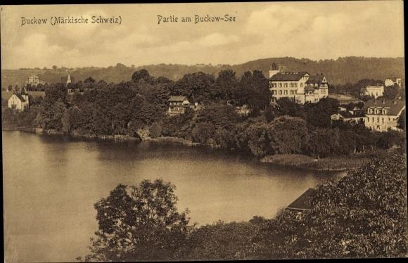 Ak Buckow in der Märkischen Schweiz, Teilansicht vom Ort, Partie am Buckow See
