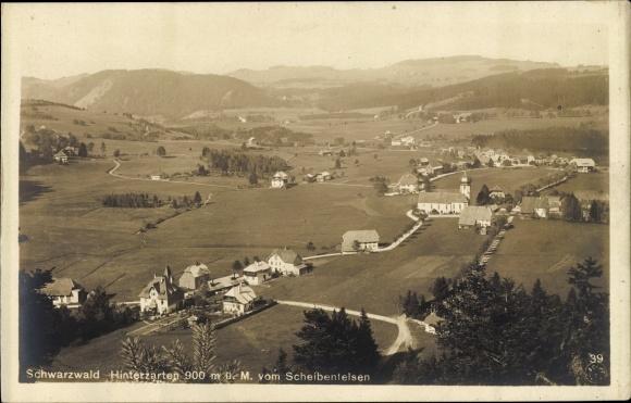 Ak Hinterzarten im Südschwarzwald, Panorama vom Ort vom Scheibenfelsen aus gesehen