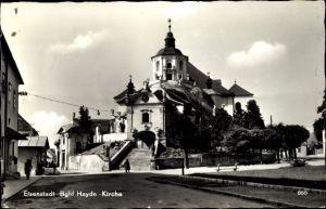 Ak Eisenstadt im Burgenland, Bgld. Haydnkirche, Straßenansicht