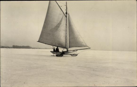 Foto Ak Eissegeln, Segelboot, Winterlandschaft