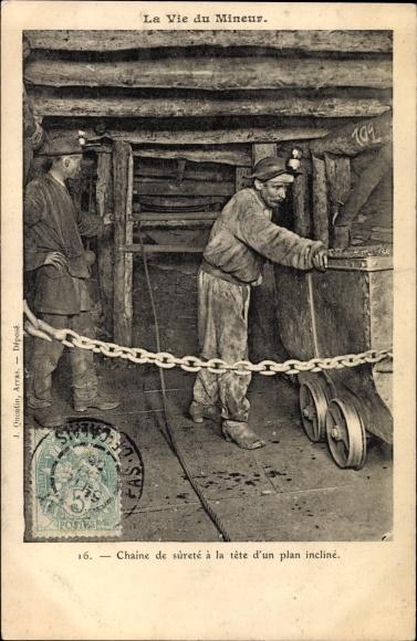 Ak Nordfrankreich, Vie du Mineur, Chaine de surete a la tete d'un plan incliné, Bergleute im Schacht