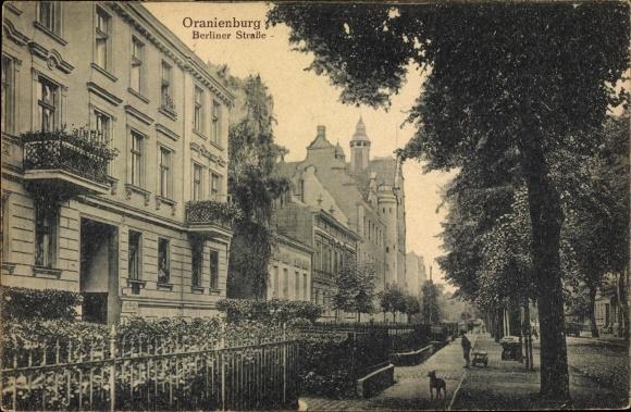 Ak Oranienburg in Brandenburg, Berliner Straße, Häuserfassaden, Jugendstil