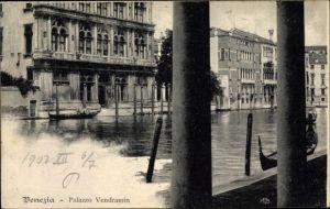 Ak Venezia Venedig Veneto, Palazzo Vendramin, Kanalpartie, Gondeln
