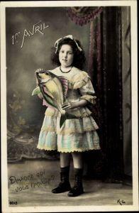 Ak 1er Avril, 1. April, Mädchen mit Fisch in der Hand, Rüschenkleid