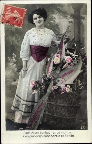 Ak 1er Avril, 1. April, Dame im weißen Kleid mit Fischen in einem Korb