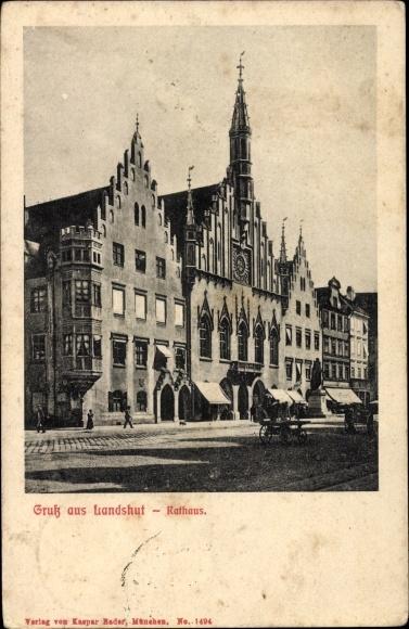 Landshut in Niederbayern, Straßenpartie mit Rathaus