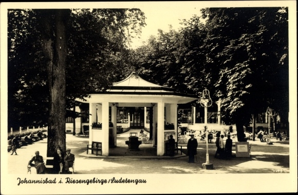 Ak Janské Lázně Johannisbad Reg. Königgrätz, Pavillon, Parkanlage, Passanten
