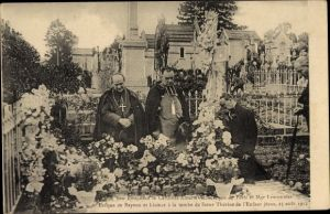 Ak Cardinal Amette Archevêque de Paris, la tombe de Soeur Thérèsa de l'Enfant Jesus, 1912