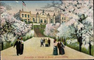 Ak Werder an der Havel, Ballsaal Bismarckshöhe, Außenansicht, Baumblüte, Passanten