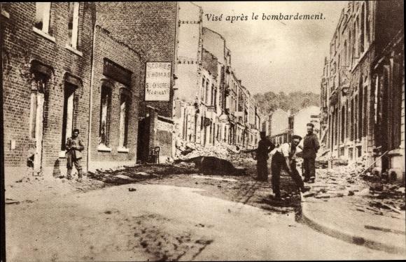 Ak Visé Wallonien Lüttich, après le bombardement, maisons, passants, Kriegszerstörungen, I. WK