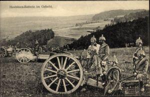 Ak Haubitzen Batterie im Gefecht, Artillerie, Deutsche Soldaten