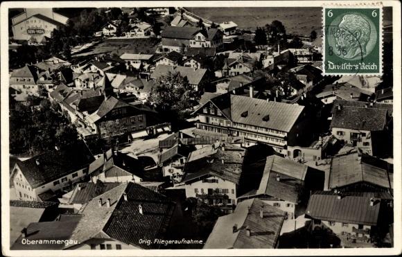 Ak Oberammergau in Oberbayern, Fliegeraufnahme, Blick über die Dächer der Stadt 0