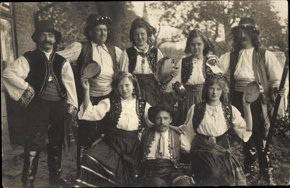 Foto Ak Schleswig in Schleswig Holstein, Volkstrachten, Gruppenfoto, Tamburine 0