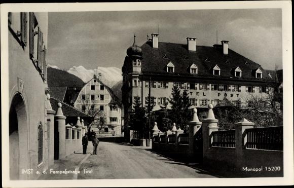 Ak Imst in Tirol, Hotel Post, Straßenpartie in der Stadt 0
