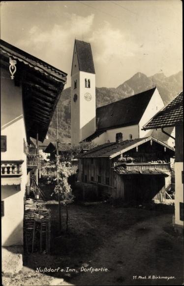 Ak Nußdorf am Inn Oberbayern, Dorfpartie, Kirche 0