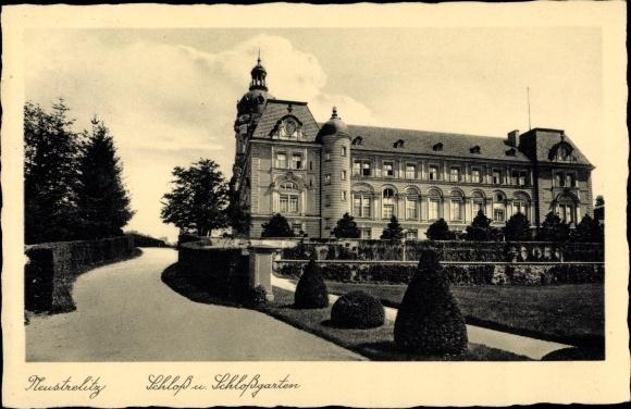 Ak Neustrelitz Mecklenburg Vorpommern, Schloss und Schlossgarten 0