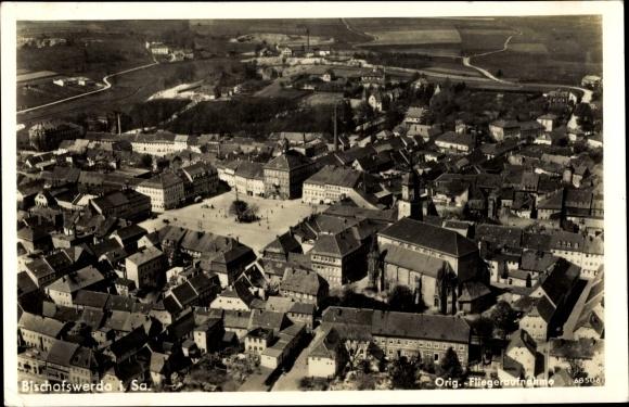 Ak Bischofswerda in Sachsen, Fliegeraufnahme vom Ort, Markt 0