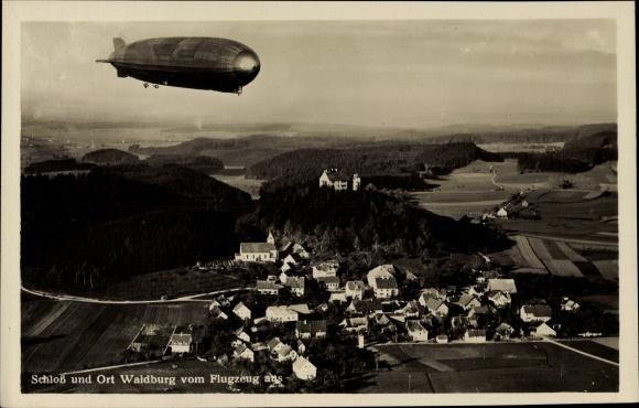 Ak Waldburg BW, Fliegeraufnahme vom Ort, Zeppelin Luftschiff 0
